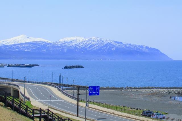道路と石狩湾