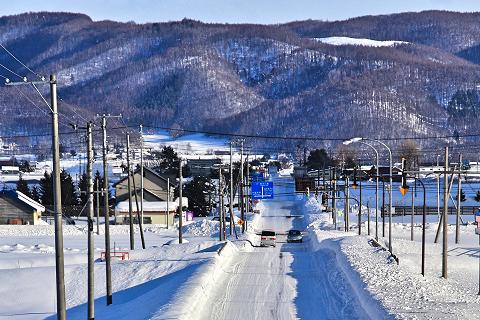 冬の北海道の雪道
