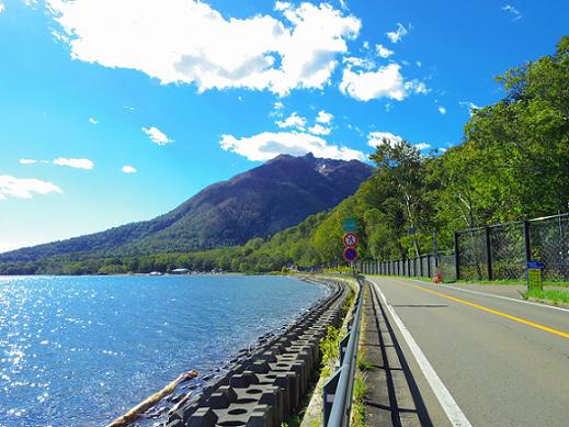 支笏湖沿いの道路