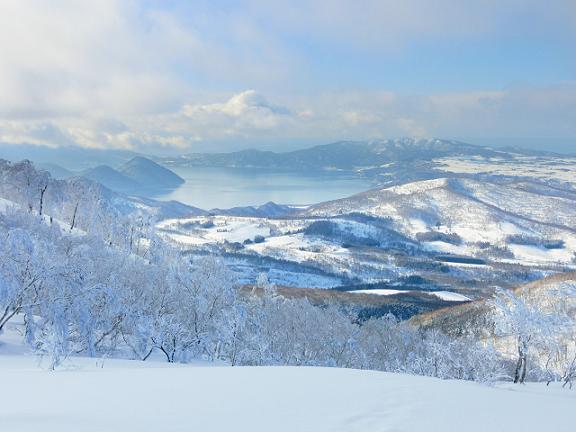 冬の留寿都リゾートから見える洞爺湖