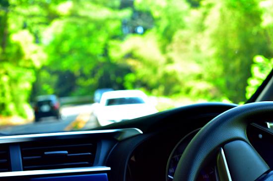 車の運転風景